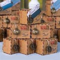 Gros-Brown Kraft DIY Vintage Inspired Airmail Favor Box Kit Wanderlust Voyage Bonbonnière avec Globe and Compass Charms12pcs