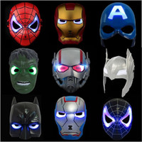ingrosso mascherina del partito dei maschi del super dell'eroe-Maschere Glowing LED Flash Avengers Super Hero Capitan America Spiderman Iron Man Lighting Maschera Kids Halloween Cartoon Party Mask