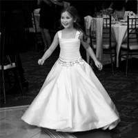 vestido largo cetim venda por atacado-Cetim Branco Flor Menina Vestidos Para O Casamento Largo Cintas Frisados Ruffles Meninas Pageant Vestidos Baratos Crianças Formal Vestido de Festa