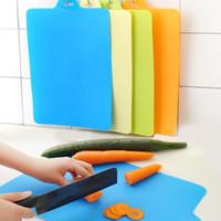 esnek levhalar toptan satış-Esnek PP Plastik kaymaz Asmak Delik Kesme Tahtası 38 * 24 cm ev gıda Doğrama tahtası Pişirme Araçları IA991