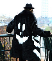 nueva capa de vestido negro al por mayor-Otoño-2016 Nuevos hombres de piel sintética Chaqueta de invierno Vestido negro Estilo diablo blanco Sección larga Cazadora Fox Abrigo de piel de moda grueso y cálido