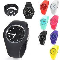 женские наручные часы силиконовой жены оптовых-Оптовая супер тонкий Женева силиконовые часы унисекс резиновые желе конфеты женщины мужчины кварцевые часы мода досуг наручные часы для женщин