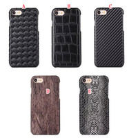 étui iphone croco achat en gros de-Étui en cuir dur en bois croco pour Iphone X 8 I8 7PLUS 7 Plus placage tissé serpent crocodile collant couverture en peau de fibre de carbone