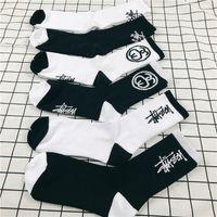 Wholesale cotton crew socks women - Wholesale Fashion Stock Crew Socks Fashion Brand Hip Hop Women Men's Sockings Black White Sockings Letter Sports Socks Athletes Leg Stockin