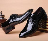 spitze kleid schuhe england großhandel-England Männer Schuhe glänzend spitz Business Männer koreanische Jugend Sommer schwarze Männer Kleid Schuhe Gezeiten Schuhe versandkostenfrei