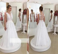 keman düğün elbisesi toptan satış-2017 Yeni Elegant Bowknot V Yaka Gelinlik Dantel Appliques Kolsuz Kat Uzunluk Boncuklu İnciler Lüks Düğün Gelin Düğün Kıyafetleri