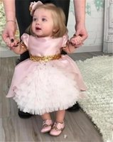 Cute Pink Flower Girls Dresses для малышей Baby First Communication Dresses with Gold Sequins Tiered Tea Length Party Ball Gown Kids