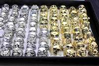 18k altın kafatası halkaları toptan satış-Yeni 24 adet Vintage Kafatası Oyma Biker Metal Yüzük Erkek Band Takı yüzük Altın / Gümüş Renk Boyutu 7-11 Toptan sürü