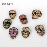 кнопки в форме черепа оптовых-WB-22 Оптовая смешанные случайные 2 отверстия череп форма деревянная деревянная кнопка для шитья крафт пакет из 100 окрашенных woodden кнопок