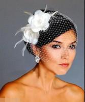 beyaz düğün tüyü saç aksesuarları toptan satış-Birdcage Veils Beyaz Çiçekler Tüy Birdcage Peçe Gelin Düğün Saç Adet Gelin Aksesuarları kap peçe şapka HT132