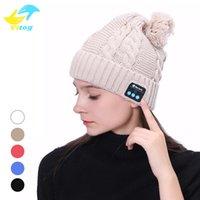 kış kulaklıkları toptan satış-Kış Sıcak Kablosuz Spor Bluetooth Kulaklık Kulaklık Akıllı Kap kulaklık Için Hoparlör Yumuşak Isınma Bluetooth Beanie Şapka Smartphone
