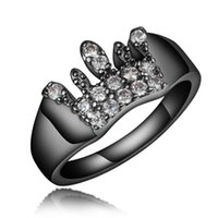 Fashion White Crown Sapphire Ring Black Gold Filled Uomo Antique Ring Wedding Party Regalo di Natale Anel Feminino