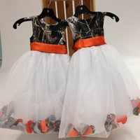 2016 Country Style Camo Flower Girl Abiti Orange Ribbon Sash Gonna Puffy bianca con fiori Kids Formal Party Gowns Foto reali