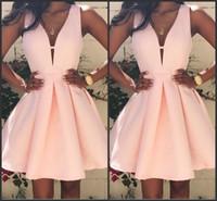 ingrosso lunghezza del ginocchio del vestito dal taffettà nero-2019 rosa abiti da cocktail corto scollo a V Backless Stain Mini Stain Ruffles Prom Party Dress Custom Made abiti speciali Occasioni