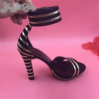yaz ayakkabıları sipariş et toptan satış-2015 Yenilik Kadın Ayakkabı Ayak Bileği Kayışı Kare Yüksek Biriktirme Topuklu Altın Ve Siyah Şerit Sandalet Platformu Yaz Parti Ayakkabı (Made-to-order)