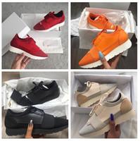 новые популярные кроссовки оптовых-2018 новый популярный дизайнер высокое качество мужчины женщины мода low Cut зашнуровать дышащей сетки кроссовки обуви на открытом воздухе гонки Бегун Повседневная обувь