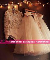 corsé rosa para niños al por mayor-2019 lindos vestidos de primera comunión para niños Dos piezas sin respaldo con apliques y arco Tutu Vestido de gala Invitación de boda Invitado de niña de flores