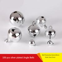 jingle perlen großhandel-Silber Jingle Bells Anhänger hängend Weihnachtsbaum Ornament Weihnachtsdekoration DIY Schmuckzubehör Handwerk Zubehör Charms Perlen 6mm / 8mm