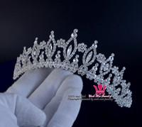 saç moda şovları toptan satış-Moda Taklidi Gelin Düğün Tiara Taç Klasik Tarzı Prenses Kraliyet Saç Aksesuarları Bandı Parti Ve Göstermek Için Takı 00161