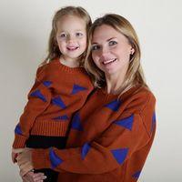 мама дочери в зимних костюмах оптовых-Осень зима мать дочь свитер с длинным рукавом вязать пуловер треугольник одежда мама и девочки семья наряды Детская одежда