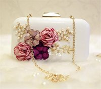 Vintage Evening Clutch Bag Bolsa de flor 3D Bolsa de noiva de casamento Branco PU Leather Metal Hard Box Shoulder Chain Purse Wallet Party Prom Bag