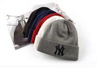 bonnet brodé achat en gros de-50 pcs D'hiver Chaud Tricoté Chapeau NY Lettres Brodé Bonnet Pour La Mode Unisexe En Plein Air de Ski Caps A033