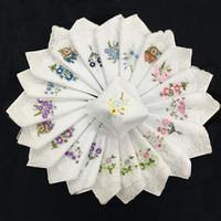 taschentuch kinder frauen groihandel-Damen Taschentuch Stickerei Baumwolle Weiß Spitze Taschentuch 60 Zweig 28 * 28 cm Hochzeit Geschenk für Gast ZA4917