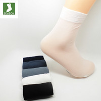 calcetines delgados masculinos al por mayor-Venta al por mayor-10 par / lote envío gratis 2016 calcetines para hombre CALIENTES ultrafinos calcetines respirables masculinos 10 pares = 1 lote calcetines de fibra de bambú masculinos