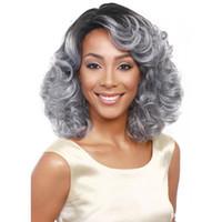 afro amerikan kısa peruklar toptan satış-WoodFestival Büyükanne gri peruk ombre kısa dalgalı sentetik saç peruk kıvırcık afro-amerikan kadınlar isıya dayanıklı fiber peruk siyah