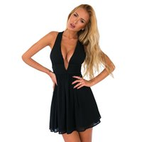 ingrosso vestito nero dal collo di halter-DS260 Sexy Deep Immersione V Neck Halter posteriore Keyhole Pieghe Club Mini Dress Chiffon Skater Little Black Abiti da festa 2016