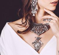 collar babero flor al por mayor-Bohemio Estilo Gitano Moda Mujer Joyería Fina Cristal de Lujo Flor Bib Collar Collar Llamativo Pendientes Conjunto