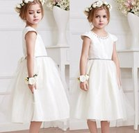 Little White Flower Girls Dresses 2016 New Jewel Neck Cap maniche corte Una linea da tè Lunghezza bambini Natale abiti da comunione formale Satin