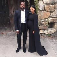 ingrosso kim kardashian rosso vestito raso-Kim Kardashian Black Celebrity Dresses Gioiello Collo Satin Red Carpet Abito da sera con Cape Sheath Sweep Train Gothic 2016