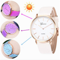 Montres Thermochromiques de Genève de Luxe PU Leather Sunlight Changer Couleur Montre Montre Lady Girl Casual Dress Quartz Watch