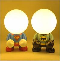 escritorio para dormitorio de niños al por mayor-Superman llevó luces de noche para niños batman libro luz del niño de vacaciones de Navidad decoración de luces nocturnas dormitorio escritorio ligero color de la tabla