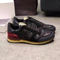 sapatos de borboleta homens venda por atacado-Unissex couro genuíno Das Mulheres e Homens Sapatos casuais camo / borboleta v stud sneakers designer pista celeb moda Sapatos Baixos
