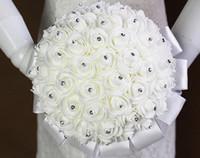 pavé en plastique blanc achat en gros de-Blanc Bouquet de fleurs de mariage à la main Rose strass perle nuptiale Bouquet fleur artificielle en mousse avec satin 100% tout neuf