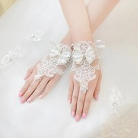 vestido de casamento coreano marfim venda por atacado-Venda quente Real Fotos Branco Marfim Luvas De Noiva Acessórios Do Casamento Frisado Luvas de Casamento Curto Luvas de Renda