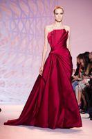 ingrosso zuhair murad vestito rosso lungo-Modesto Haute Couture Zuhair Murad Abiti da sera senza spalline Piano Lunghezza lungo formale rosso scuro Abiti del partito Abiti da Fiesta