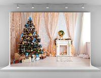 fotografía navidad telones digitales al por mayor-Impresión digital Fotografía de Navidad Contextos Fondo de cortina rosa Árbol de Navidad verde Suelo de madera Telón de fondo para niños Photobooth