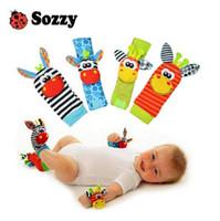 garten bugs spielzeug großhandel-Sozzy hot baby spielzeug socken baby toys geschenk plüsch garten bug handgelenk rassel 3 arten pädagogisches spielzeug nette helle farbe