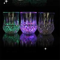 vasos de chupito de plástico al por mayor-Colorido Copa Led Vino Destello Vaso de chupito Led Plástico Luminoso Taza Taza de neón Fiesta de cumpleaños Bar Boda Bebida Vino Copas IC624