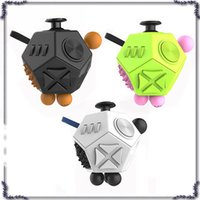 2017 Nuovo Magic Fidget Cube Generation 2 Fidget Cube Forma Straniera Magic Cube vinile scrivania giocattolo divertente regalo di decompressione 660073-2
