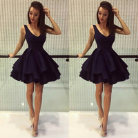 2017 Stunning Little Party Partito Vestiti Deep V Neck Scoop Sleeveless Ruffles Gonna Short Mini Cocktail Partito Prom Dress