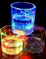 NUEVO LED Party Drinking Glasses Drinkware Intermitente Pequeño LED Shot Cup Flashing Cola Cups Bar suministros MYY