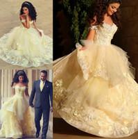 organza sarı elbiseler toptan satış-Açık Sarı Organze Balo Gelinlik 2017 Dedi Mhamad Arapça Yeni Sevgiliye Cap Kollu Aplikler Yorgun Ruffles Vestido De Noiva