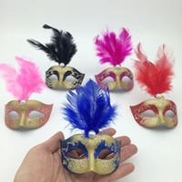 maskeli parti dekorasyonları satılık toptan satış-Satışa Supper Mini Maske Venedik Masquerade Tüy Maske parti dekorasyon sevimli düğün hediyesi Karnaval Mardi Gras Prop mix renk