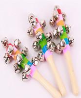 ingrosso campane musicali per bambini-Anello giocattolo arcobaleno per bambini strumento musicale legno Jingle anello colorato campana giocattoli educativi per bambini mano campana regalo del bambino