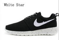 zapatos negros en línea al por mayor-2018 Nuevos Hombres de las mujeres Zapatos Casuales Zapatos Negros / Blancos Zapatillas Deportivas Baratas Baratas en línea
