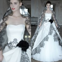Wholesale Gothic Veils - 2016 Hot Sell Gothic Wedding Dresses with Free Veil Sexy Sweetheart Neck Black Lace Applique White A Line Backless Tulle Corset Bridal Gowns
